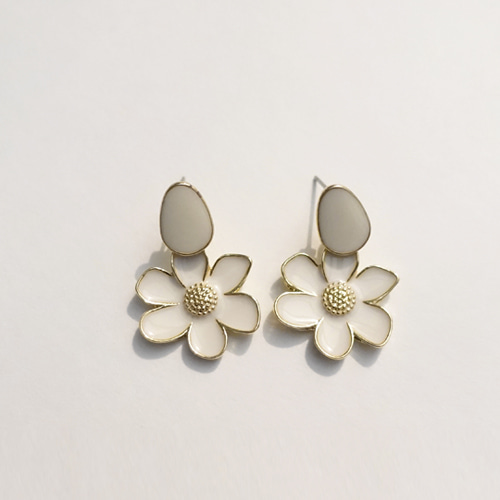 EARRINGS CREAM DAISY